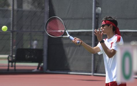 Coogs squash Hornets in Tennis