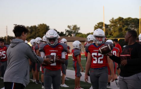 Coogs Kick Off District Play at Mag West