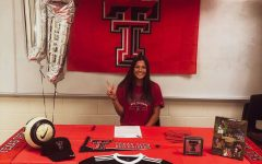 Alexis Fowlkes signs her letter of commitment to play at Texas Tech.