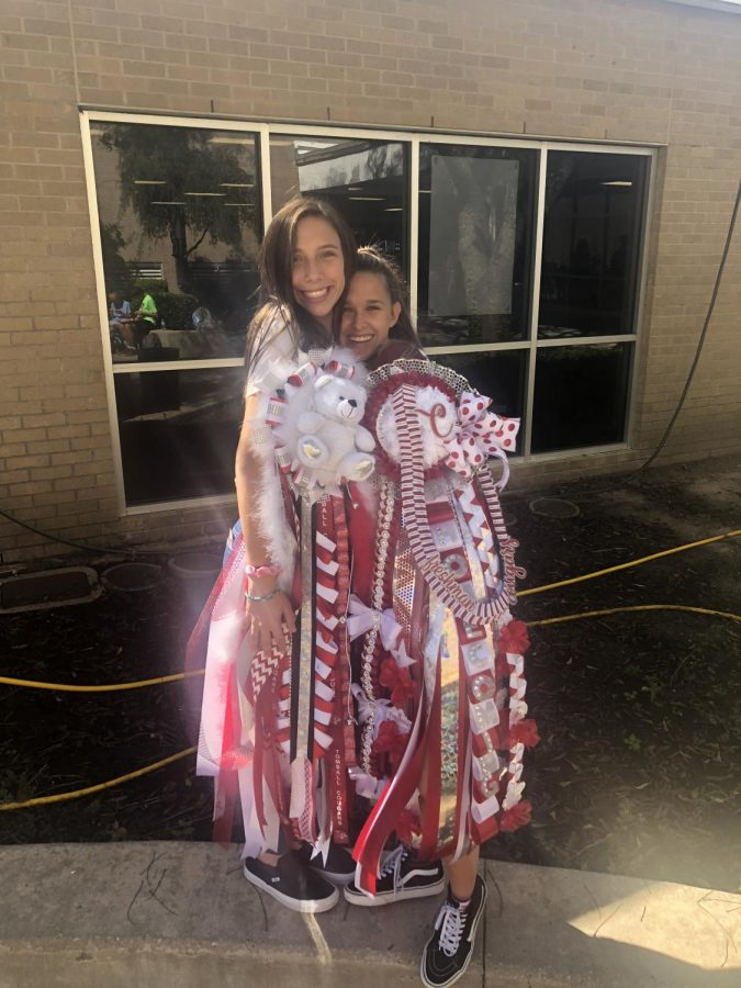 Tomball+students+show+off+their+massive+mums+from+a+previous+homecoming+game.